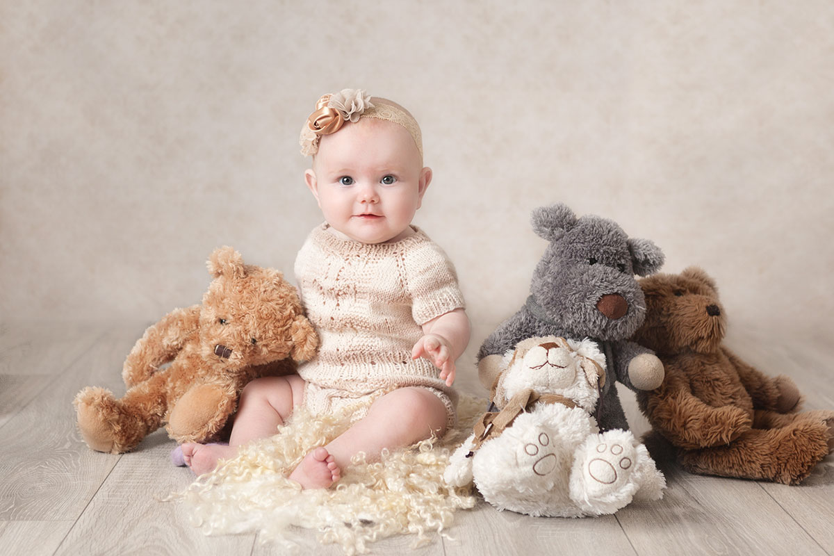 baby-photography-studio-sitting-up-7-mth-old-in-Dublin-1
